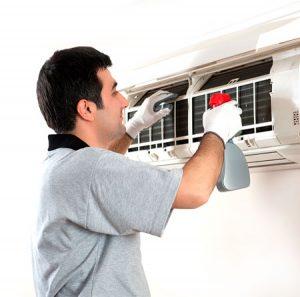 instalacion-y-mantenimiento-de-aire-acondicionado-300x297